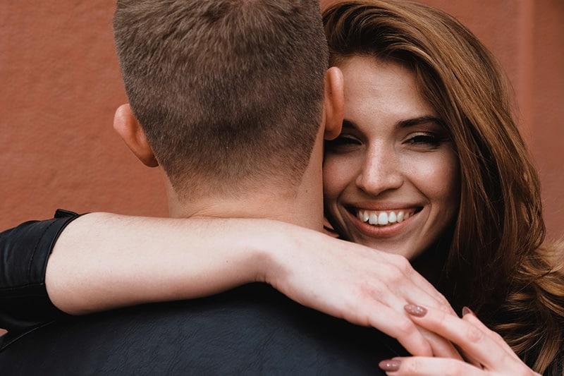 1) Confía en tu pareja, pero más en ti misma.